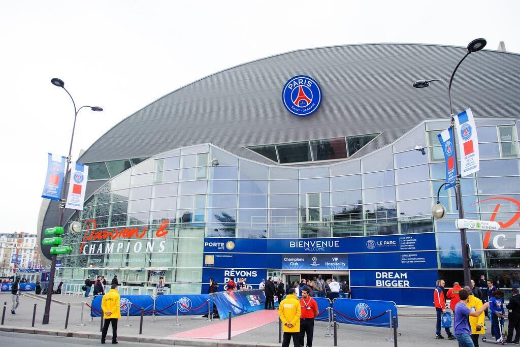 Foot psg le psg a l 39 accord pour un parc des princes places foot 01 - Stade francais porte de saint cloud ...