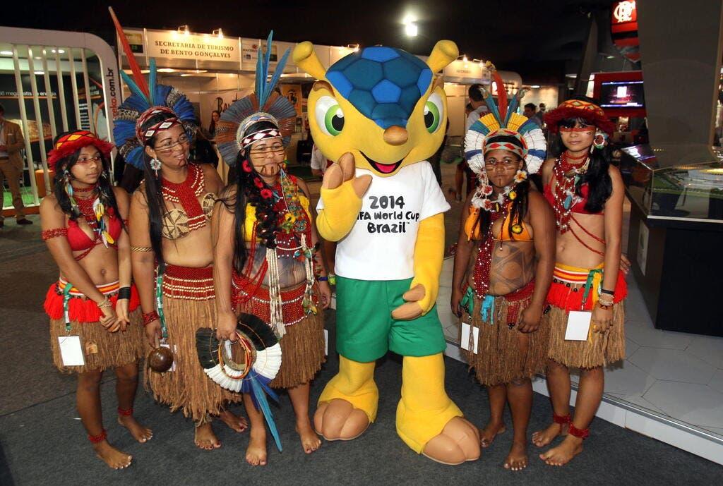 Video de foot vid o l 39 norme craquage de la mascotte - La mascotte de la coupe du monde 2014 ...