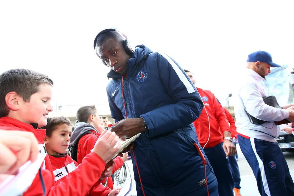 foot psg matuidi se fait voler son range rover neuilly. Black Bedroom Furniture Sets. Home Design Ideas