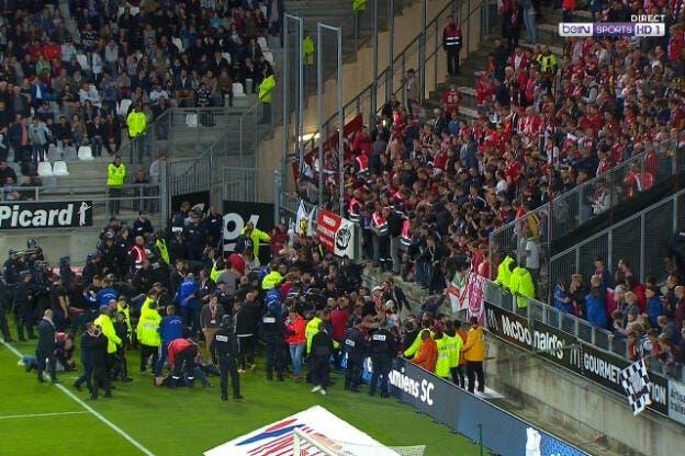 Football ligue 1 amiens lille 15 bless s dont 3 graves apr s l 39 effondrement d 39 une barri re - Amiens lille coupe de france ...
