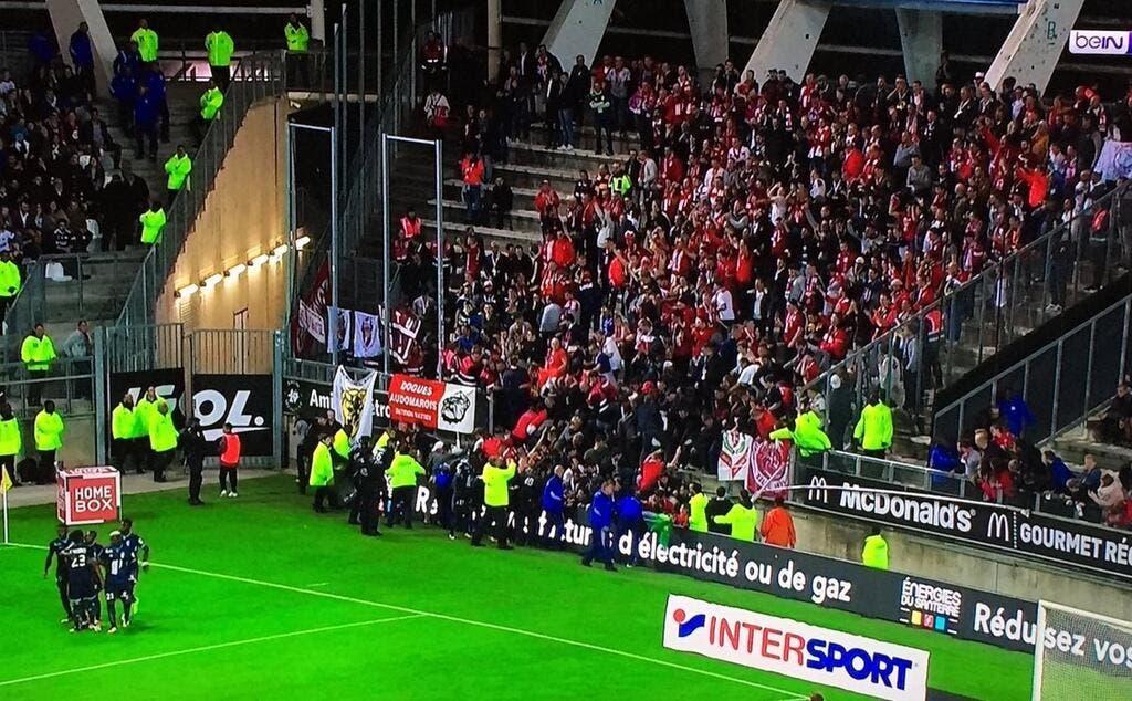 Football lille amiens losc arr t une barri re s 39 croule des supporters lillois bless s - Amiens lille coupe de france ...