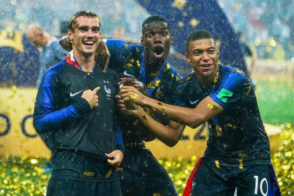 run shoes official images cost charm Equipe de France - France : Faux maillots deux étoiles pour ...
