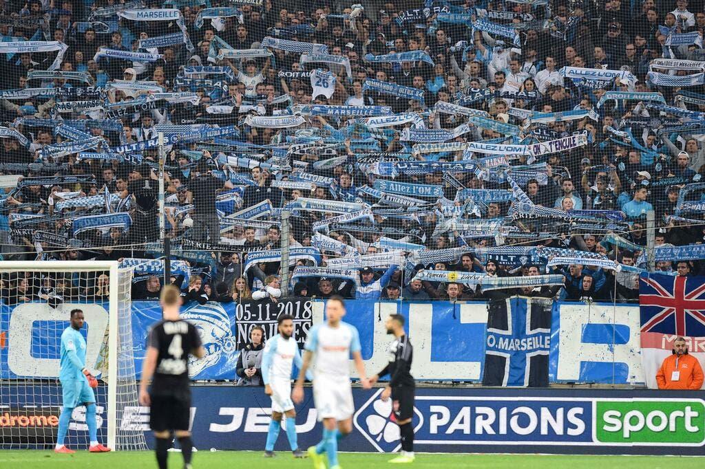 gamme complète d'articles détaillant vente limitée Football Ligue 1 - L1 : Les écharpes de l'OM interdites à ...