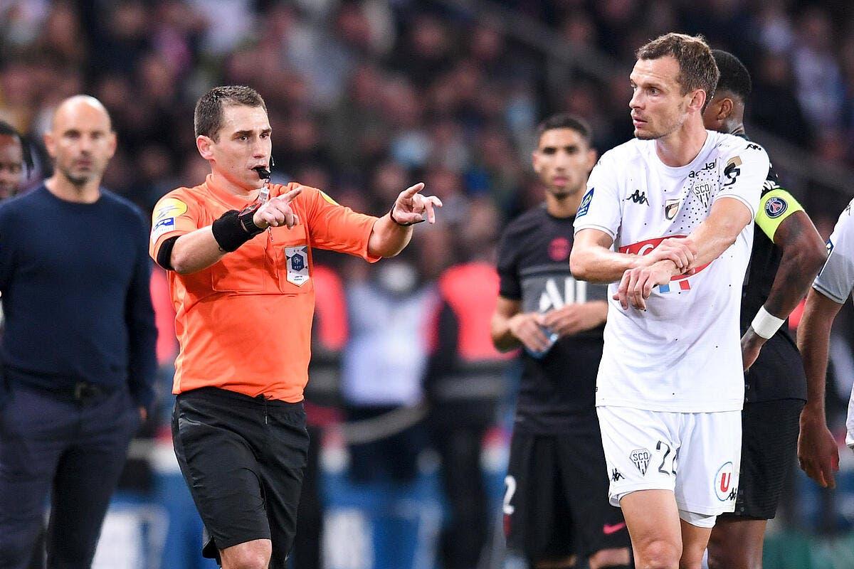 Pierre Ménès scandalisé par la VAR de PSG-Angers