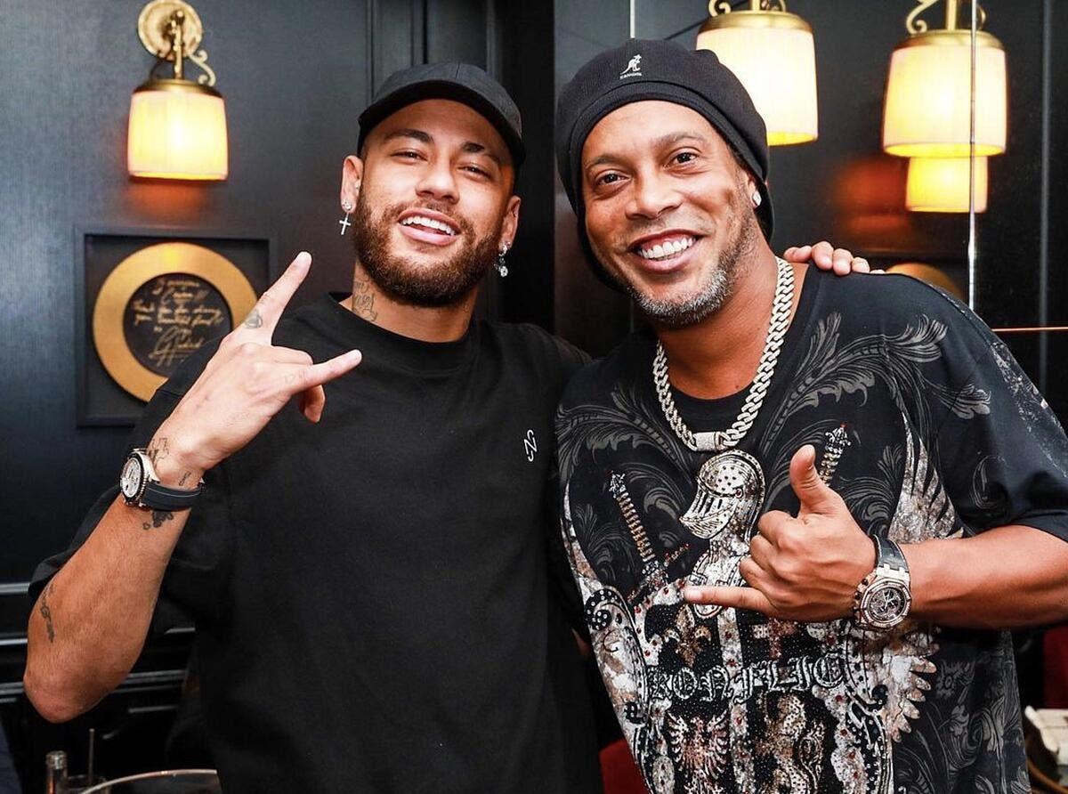 Neymar se soigne avec Ronaldinho dans la nuit parisienne