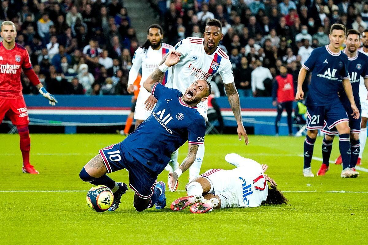 Faute de Neymar, pénalty pour le PSG, l'OL écoeuré par la VAR