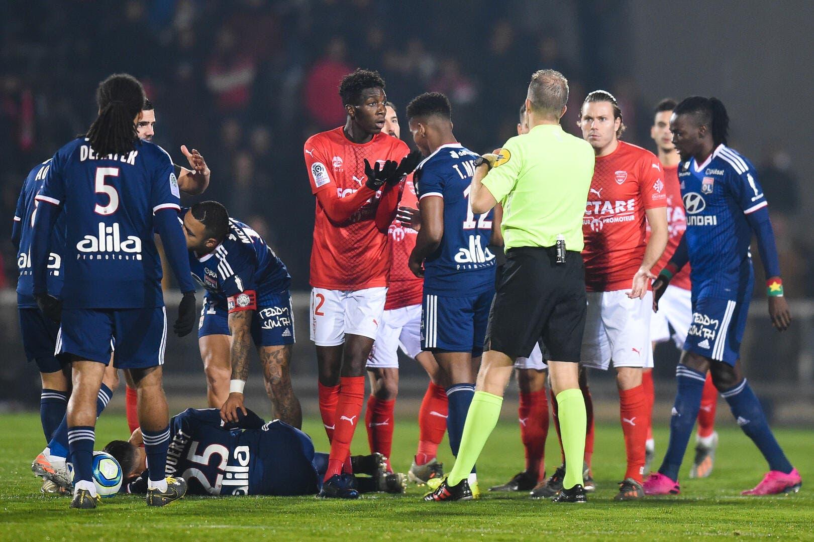 OL : Lyon protégé par l'arbitre, Pierre Ménès rigole
