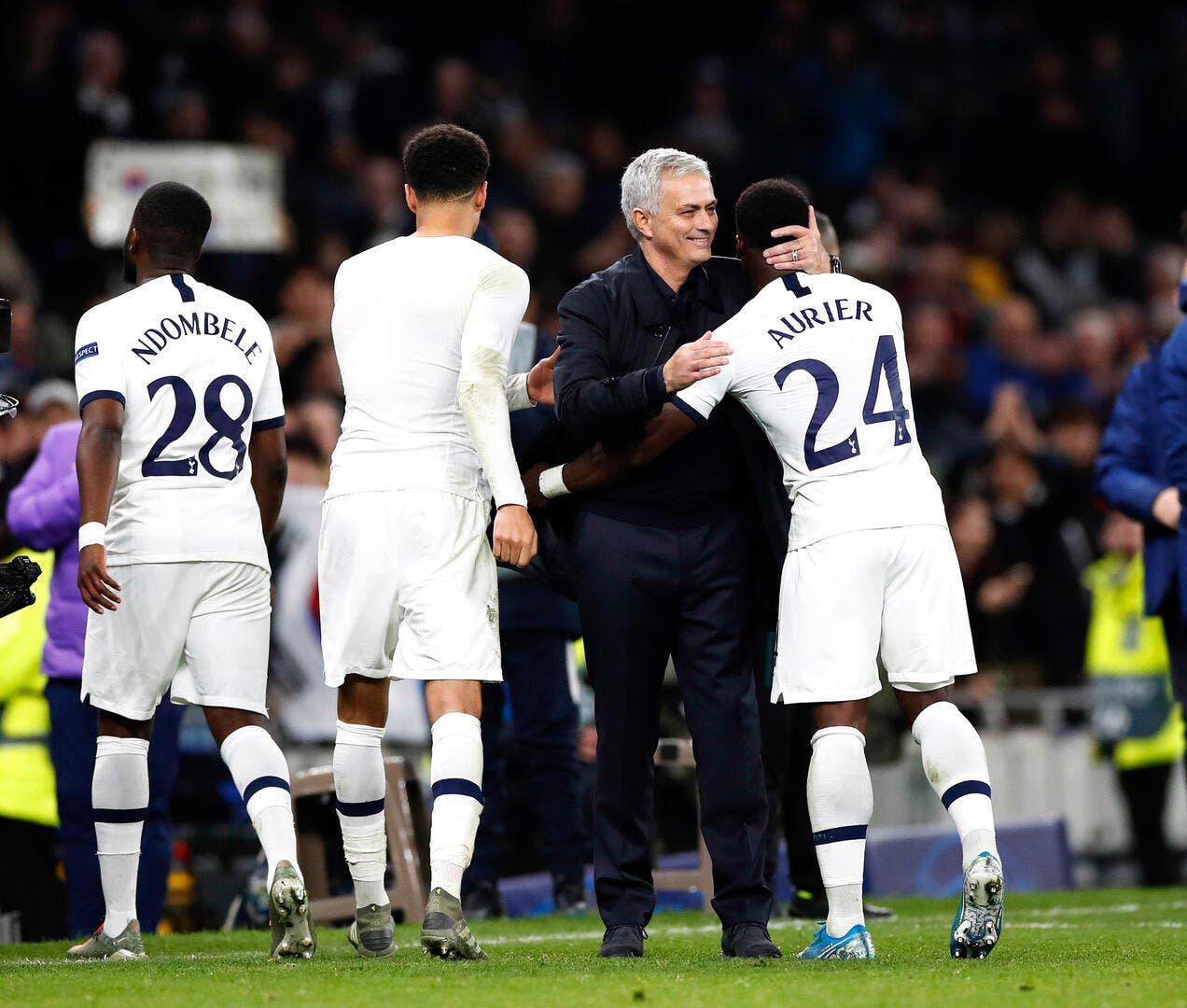 Tottenham : Aurier se prend un Périscope en pleine tête par Mourinho