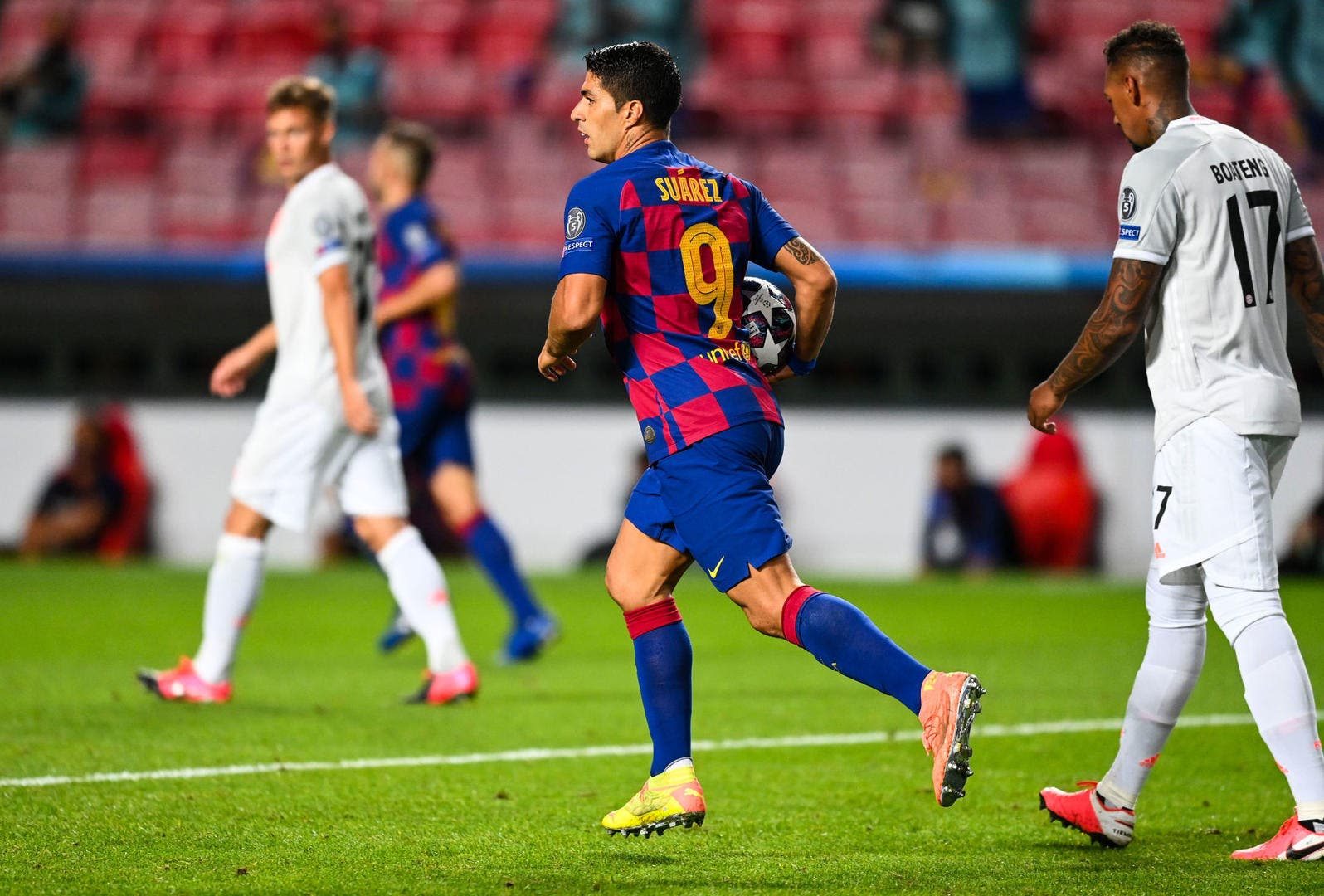 Esp: Annoyed by Barça, Suarez wants to sort it out man to man