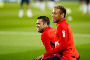 PSG: Neymar et Cavani font la paix, c'est Dani Alves qui paye la note