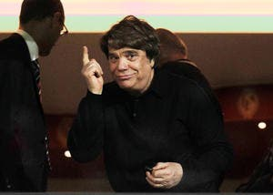PSG : Bernard Tapie se prend pour le patron du PSG et ça cogne !