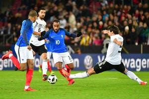 PSG : Trop fort et intelligent, Lacazette encense Mbappé
