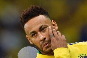 PSG : Leonardo montre les muscles devant Neymar !