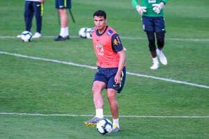 PSG : Thiago Silva dézingue les rageux et défend Paris