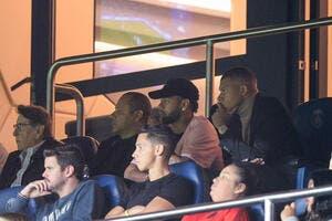 PSG: Sans jouer, Neymar et Mbappé ont donné la pêche aux supporters
