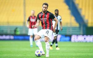 PSG : Çalhanoğlu gratuit, Leonardo fonce