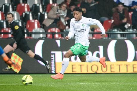 asse son d fenseur agress saint etienne passe l 39 attaque ligue 1 foot 01. Black Bedroom Furniture Sets. Home Design Ideas