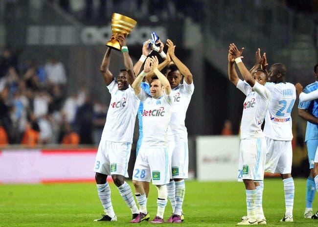Photo : L'OM a présenté sa Coupe de la Ligue au Vélodrome