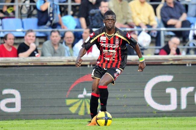 Nice rembarre West Ham pour Mouloungui