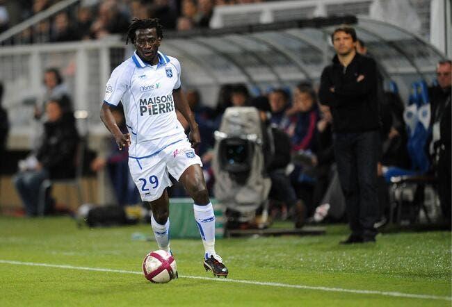 Ndinga change d'avis et vise « des plus grands clubs que l'OL »