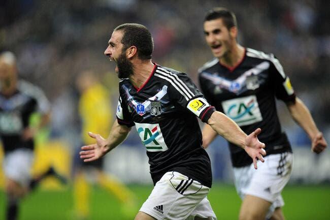 Coupe de France 2011-2012  - Page 12 Lyon-tient-la-coupe-de-france-entre-les-griffes-iconsport_noe_280412_06_10-2,34305