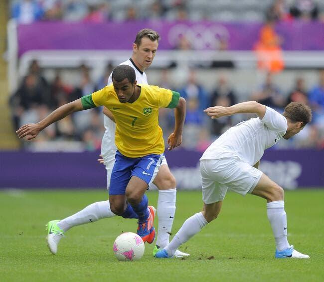 Paris Saint Germain S Lucas Moura Arrives For Tottenham: Avec Lucas, Le PSG Va Récupérer Un Grand