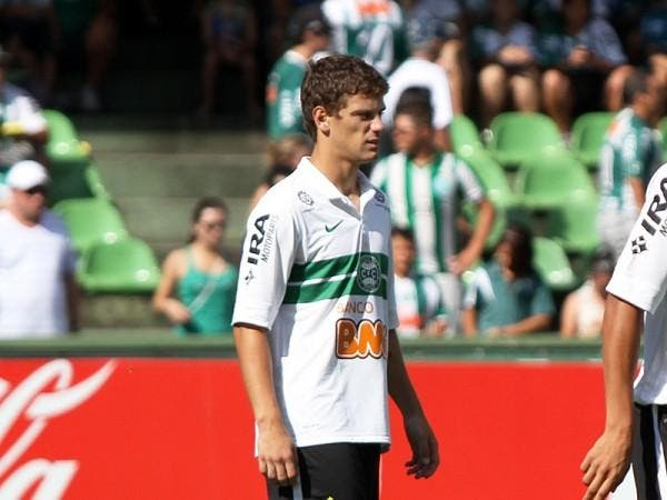 Officiel : L'OM recrute Lucas Mendes, un latéral gauche brésilien de 22 ans !