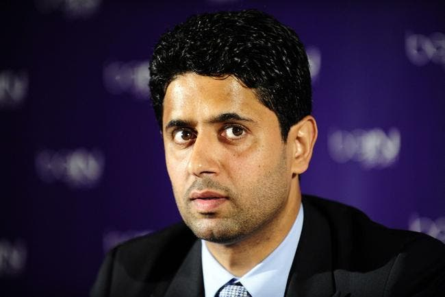 Nasser Al-Khelaifi tape sur les doigts des joueurs du PSG