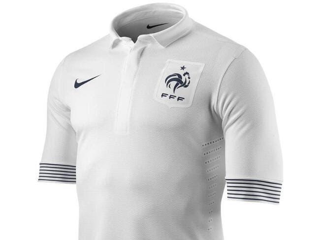 Photos de foot photo le nouveau maillot ext rieur de l for Nouveau maillot exterieur equipe de france