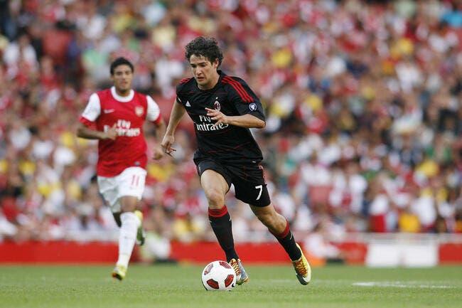 Pato au PSG ou à Arsenal pour faire de la place à Van Persie au Milan AC ?