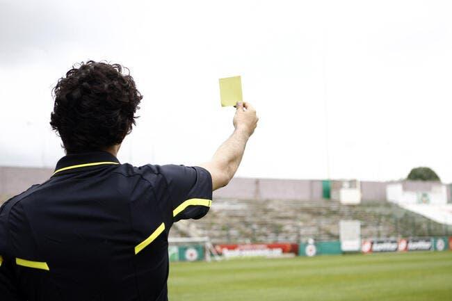 Vidéo : Prendre un carton jaune en moonwalk, la classe