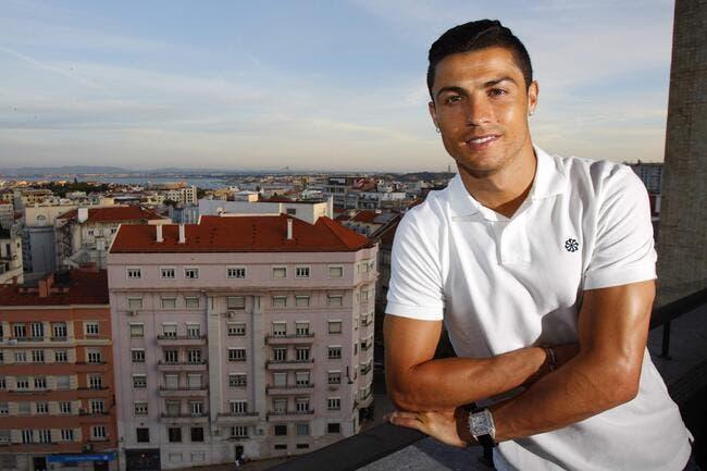 Cristiano Ronaldo discute avec le PSG
