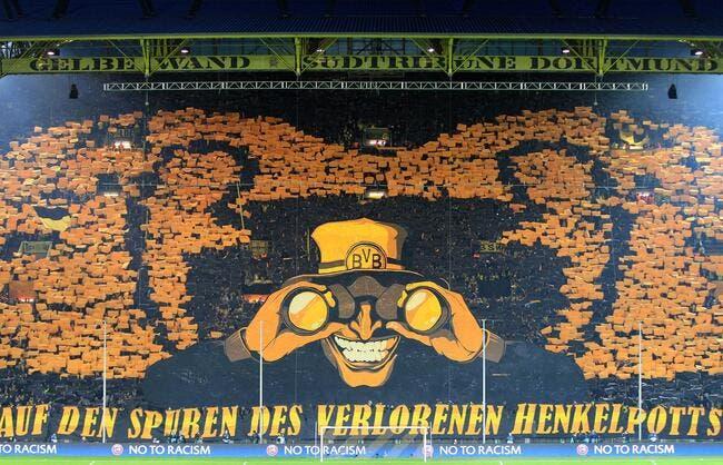 Photo : L'énorme tifo avant Dortmund – Malaga