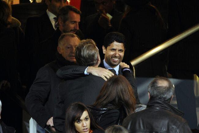 Aulas sort son écharpe de supporter du PSG