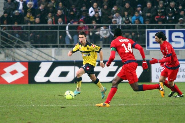 Le PSG pense à un concurrent pour Jallet et Van der Wiel