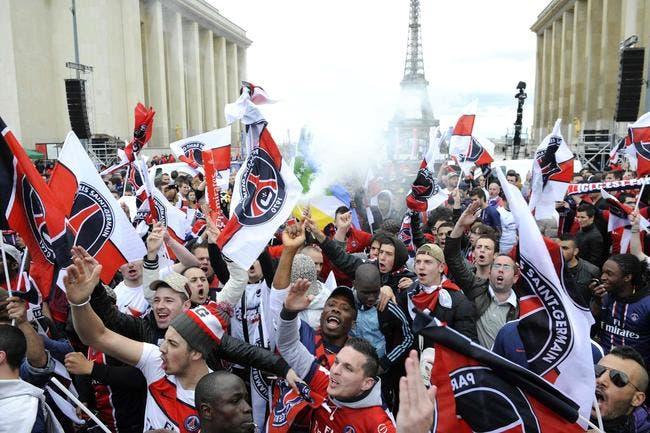 Vidéo : Suivez la fête et la remise du trophée au PSG en direct