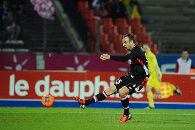 Berbatov à Monaco, il joue, il marque, il prolonge ?