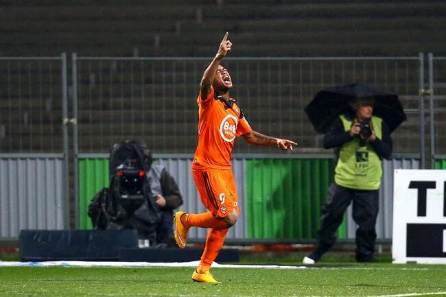 Jordan Ayew se défend avant Lorient-OM
