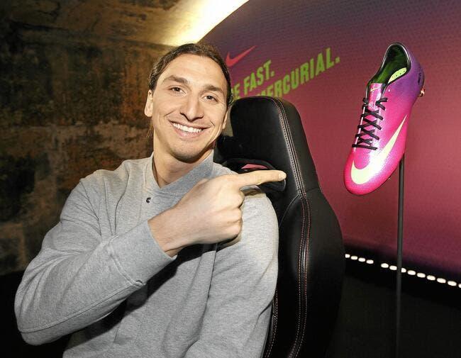 Ibrahimovic, le grand brun avec des chaussures à 10ME