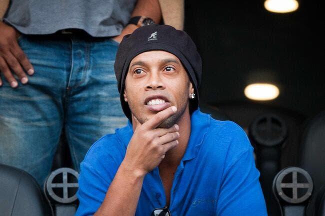 Ronaldinho fait durer le plaisir, son club veut le virer !