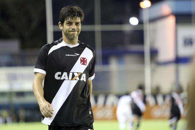 Blessé et à presque 39 ans, Juninho continue !