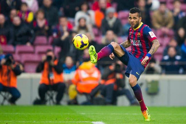 Dani Alves veut rester au Barça mais le PSG garde ses chances