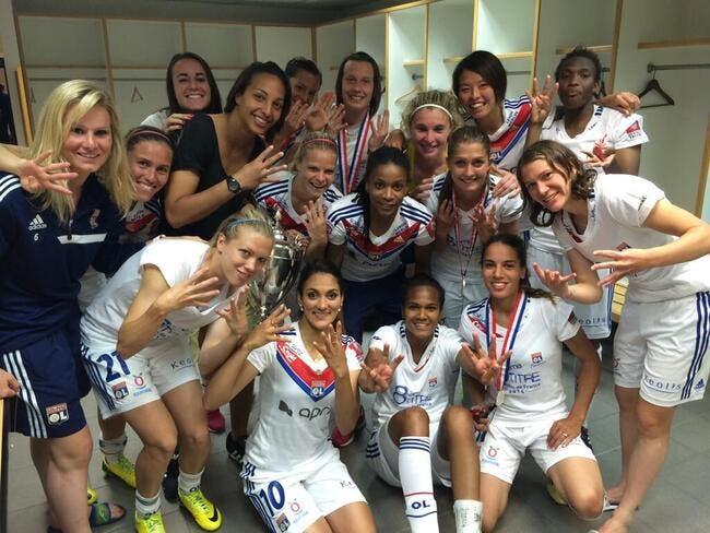 Photo : Les filles de l'OL fêtent leur huitième titre national