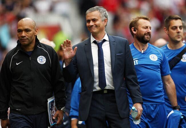 Vidéo : Quand Mourinho entre sur le terrain... et fait faute