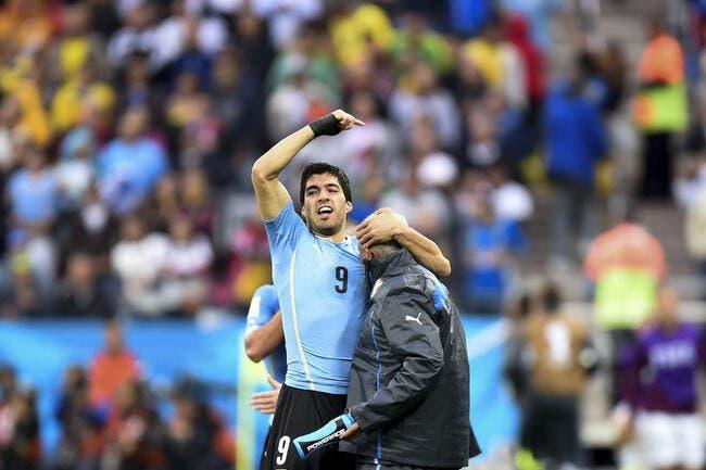 Luis Suarez et son kiné, une vraie émotion et pas du cinéma