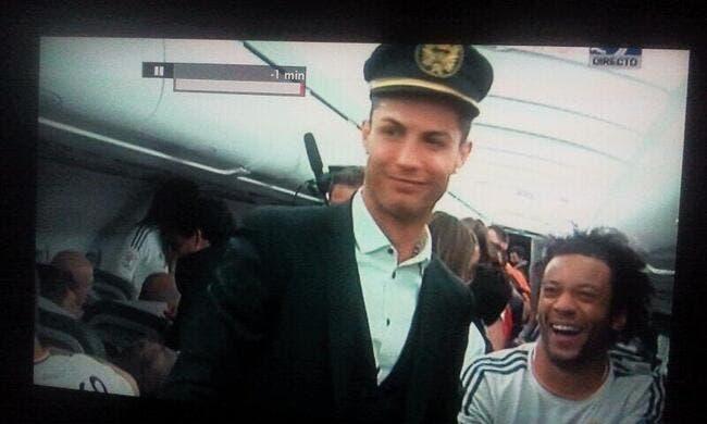 Photo : Même dans l'avion, Cristiano Ronaldo fait le show