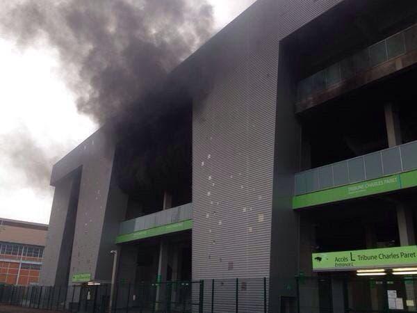 Un incendie dans le Kop Nord de Geoffroy-Guichard !