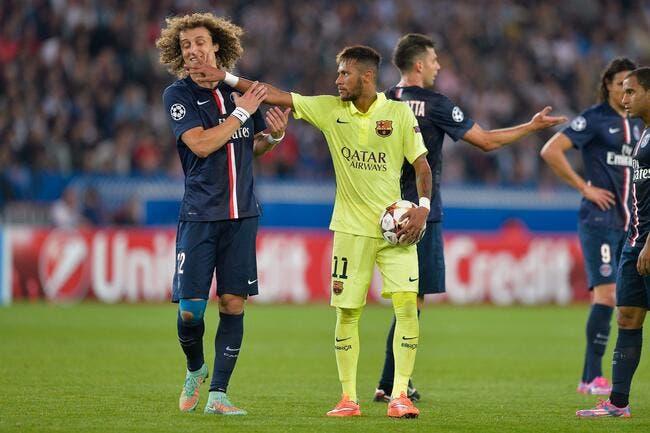 Rothen retourne discrétos sa veste pour PSG-Barça