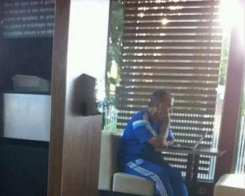 Photo : Bielsa analyse OM-TFC… au McDo