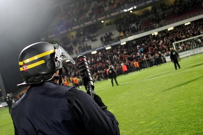 Les supporters de l'OL organisent une manif anti flash-ball